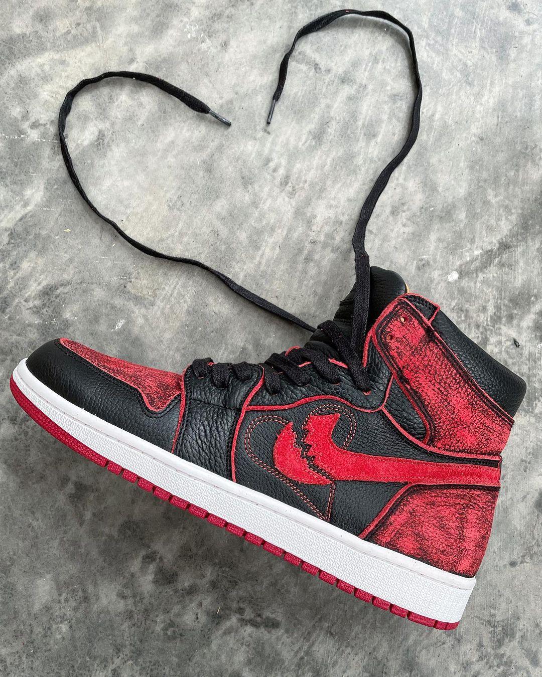 Une paire de Jordan 1 Hi customisées par JBF Custom.