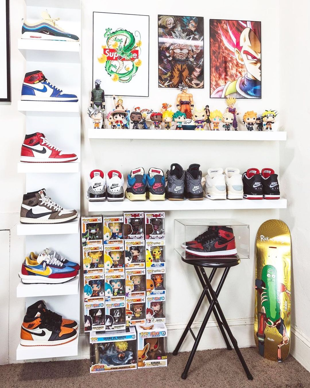 A home setup with rare sneakers such as jordan 1 travis scott, jordan 1 Union, supreme artworks.